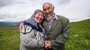 (u186u)kyrgyz-muslim-couple