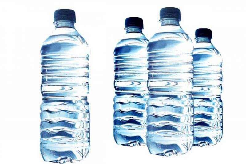Uji-në-shishe-plastike.jpg