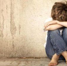 Studimi 50-vjeçar: Ja pse nuk duhet t'i qëlloni kurrë fëmijët tuaj me shuplaka