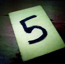 Pesë gjëra i ngritin pesë të tjera