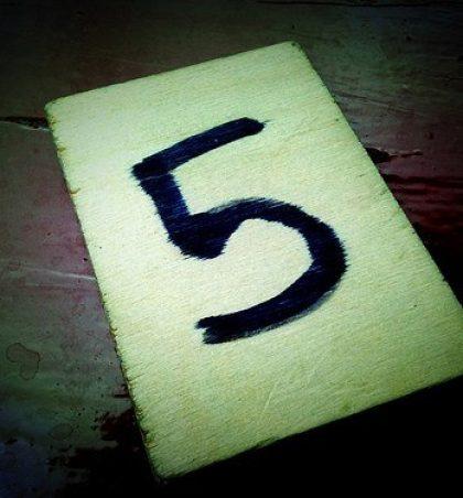Pesë gjëra i fshehin apo i prishin pesë të tjera