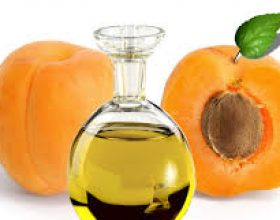 Vaj i fares se kajsise (Apricot Kernel Oil)