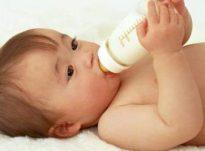 Qumështi i nënës apo qumështi në shishe?