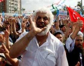 Turqia ndërmjet sekularistëve e islamistëve