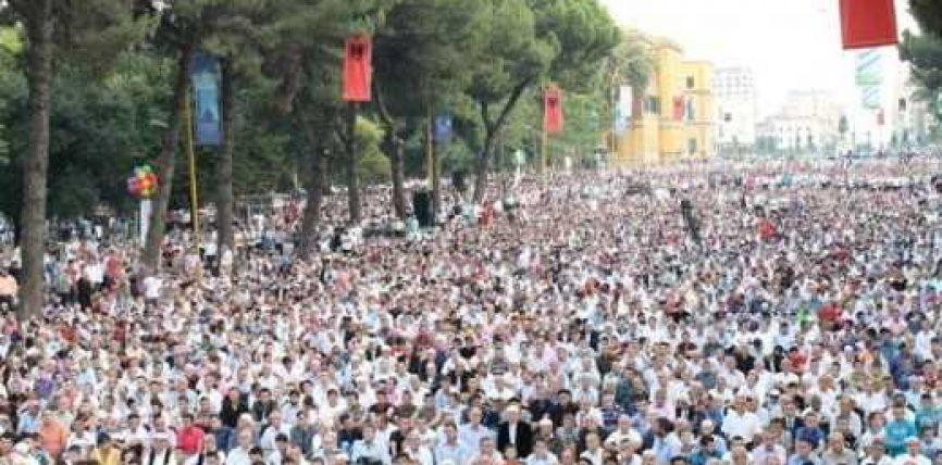 Besimtarët myslimane edhe këtë vit pa xhaminë e madhe