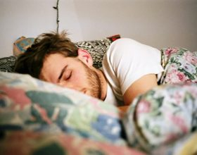 Mënyra më e mirë e fjetjes