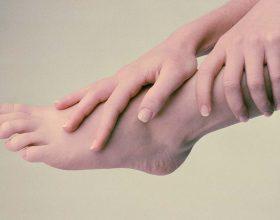 Duart dhe këmbët e ftohta mund të jenë simptoma të një sëmundjeje