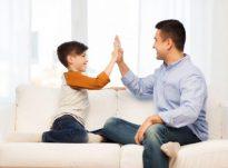 Disa mënyra se si mund ti ndihmoni fëmijët të shprehin ndjenjat…