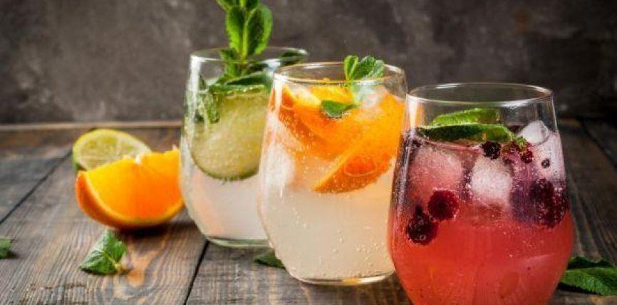 Ditë të nxehta, pijet për të shuar etjen dhe për linjat e trupit