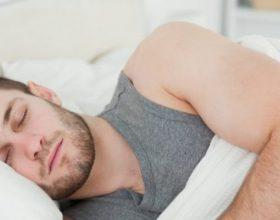 Dobitë e fjetjes në krahun e djathtë