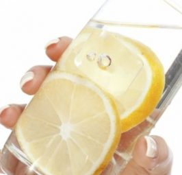 Përdorni kripë e limon për të qetësuar migrenën