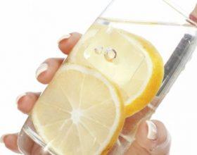 Stop dhimbjeve të kyçeve me lëkurë limoni