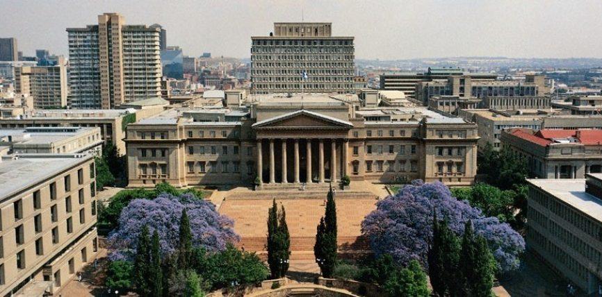 Ne hyrje te nje universiteti ne Afrike te Jugut ishte publikuar mesazhi i meposhtem