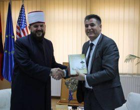 Dr. Shefqet Krasniqi viziton kryetarin e Mitrovicës, Agim Bahtiri
