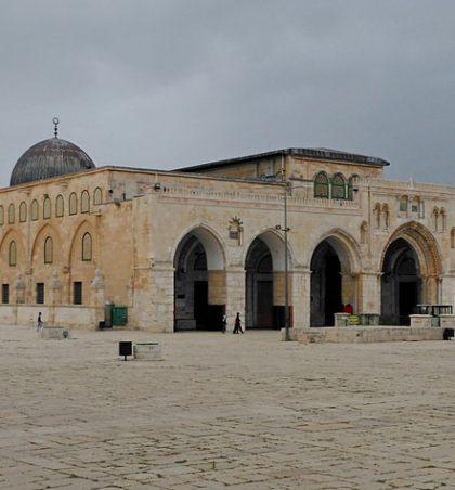 Sulejmani, i biri i Daudit (Paqja dhe nderimet e Zotit qofshin mbi të), kur ndërtoi bejtul Makdisin (Aksanë), kërkoi nga Zoti tri gjëra
