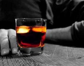 Studimi, 72 % e të rinjve shqiptarë përdorin alkoolin