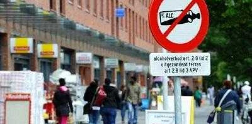 Amsterdami ndalon alkoolin në hapësirat publike
