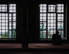 Kur falet Namazi i Vitrit, para farzit të jacisë apo pas synetit