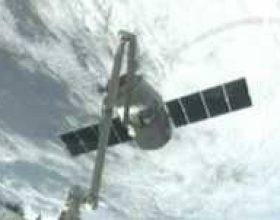 Anija Dragon ankorohet në Stacionin Orbital