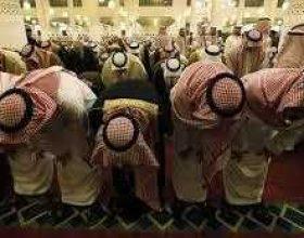 Arabi Saudite, policia edukative mund të largojë rregullat për kohë të namazit