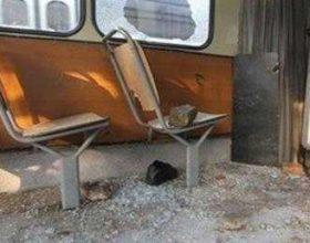 Me shkopinj besbolli janë rrahur 8 persona në autobusin me nr 45 në Hasanbeg
