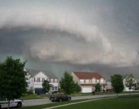 Një stuhi e fuqishme po shkatërron Chicago-n