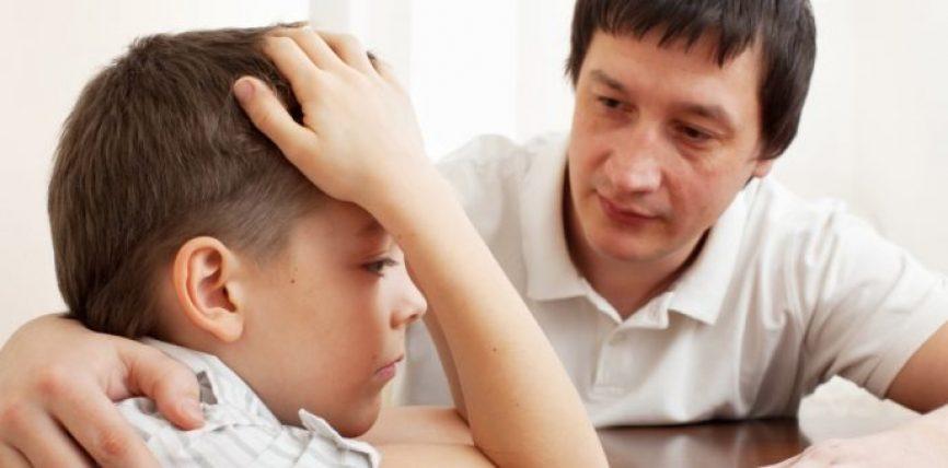 Katër fjalitë psikologjikisht të dëmshme, që shumica e prindërve ua thonë fëmijëve të tyre