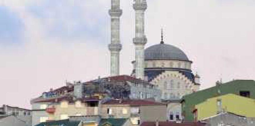 Muslimanët falin namazin e parë pas 90 viteve