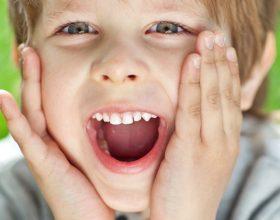 A e dini se në pjesën e prapme të gjuhës jetojnë bakterie të dobishme. Njihuni me funksionin e tyre të rëndësishëm!