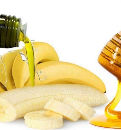 Përzieni bananet me mjaltë dhe ujë