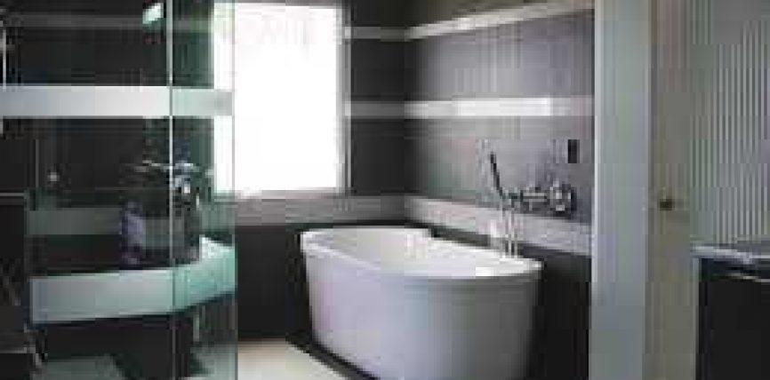 A lejohet të pastrohemi në banjo me ujë të fryer(Lexim Kur'ani me qëllim sherimi, rukje)?