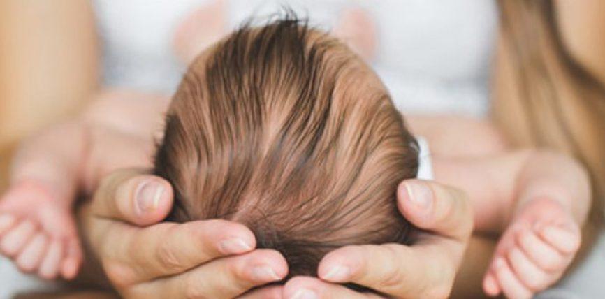 Mrekullia kur nëna e puth foshnjën e saj