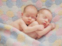 Kontrolloni listën e 10 shenjave të binjakëve/shtatzënisë së shumtë