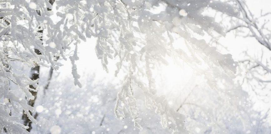 O Zot! Më pastro nga gjynahet e mia, me ujë, borë dhe breshër