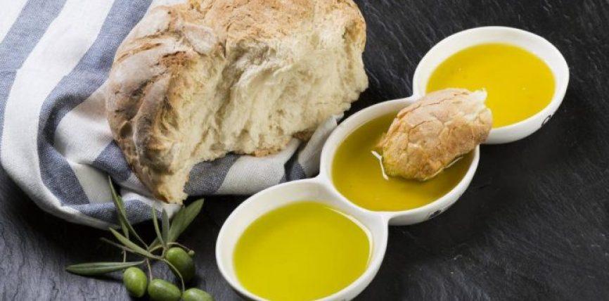 Bukë me vaj ulliri dhe djathë, vakti ideal për një shëndet të fortë