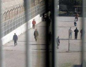 Naço shkarkon drejtorin dhe mjekun e burgut të Rrogozhinës