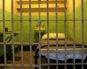 Ikje spektakulare nga burgu zviceran, ndër ta dy shqiptarë
