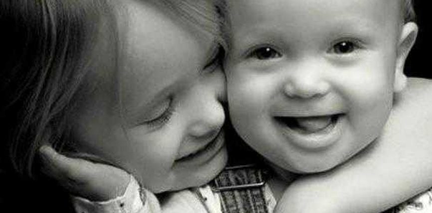 Buzëqeshni sepse është sadaka