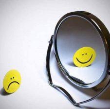 Tri periudha të jetës të bëjnë të qeshësh