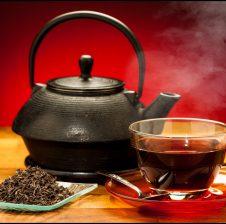 Si te hiqni erën e keqe të këmbëve vetëm me çaj të zi