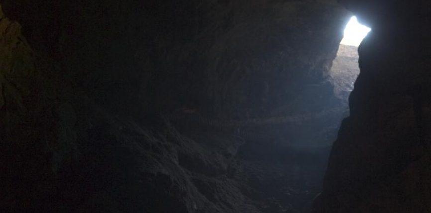 Rreze drite në errësirën e shpellës