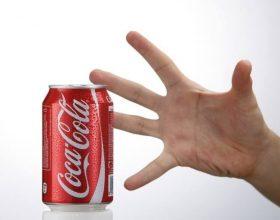 Ja ç'ndodh në trupin tone një orë pasi të pimë Coca-Cola ? Studiuesi turk  ka klasifikuar keto deme ne 8 kategori: