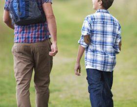 Si të bëhesh i dashur te fëmija yt adoleshent?