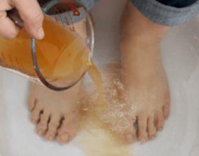 Metodat si të largoni helmet nga trupi juaj nëpërmjet këmbëve