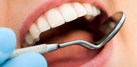 Dhembja e dhëmbit dhe trajtimi me kokërr të zezë