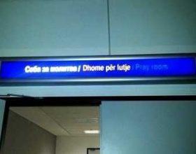 Foto lajm: Dhomë lutjesh për myslimanët në aeroportin e Shkupit