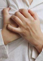 Kur ndokush nga ju ndien  dhembje në trup le ta vendosë dorën e tij mbi vendin që ndien dhembje e të thotë