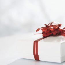 """""""Shkëmbeni dhurata që të duheni mes vete"""