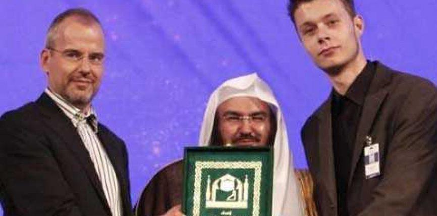 Djali i ish politikanit antiislamist e pranon Islamin gjatë një konference në EBA