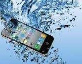 Çfarë të bëni nëse telefoni mobil ju bie në ujë?